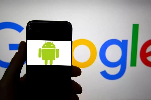 Google removes spying apps